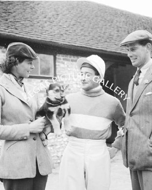 Winter, Fred (Jump Jockey) with 2 persons (204-07)